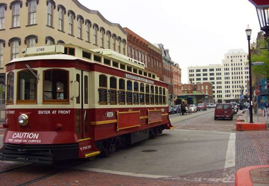 Galveston_strand_trolley